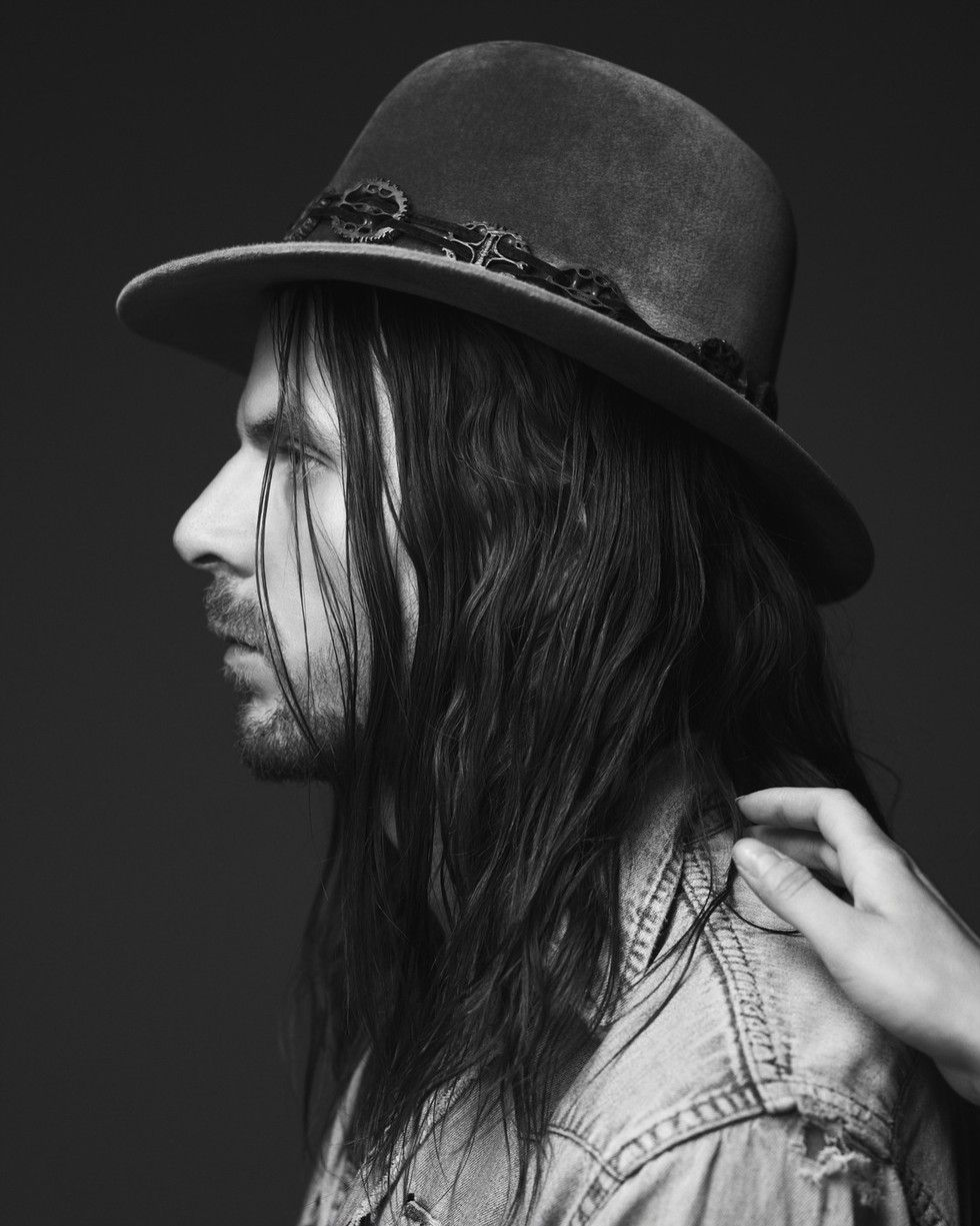 jonathan_wilson_fanfare_press_photo_hat.jpg