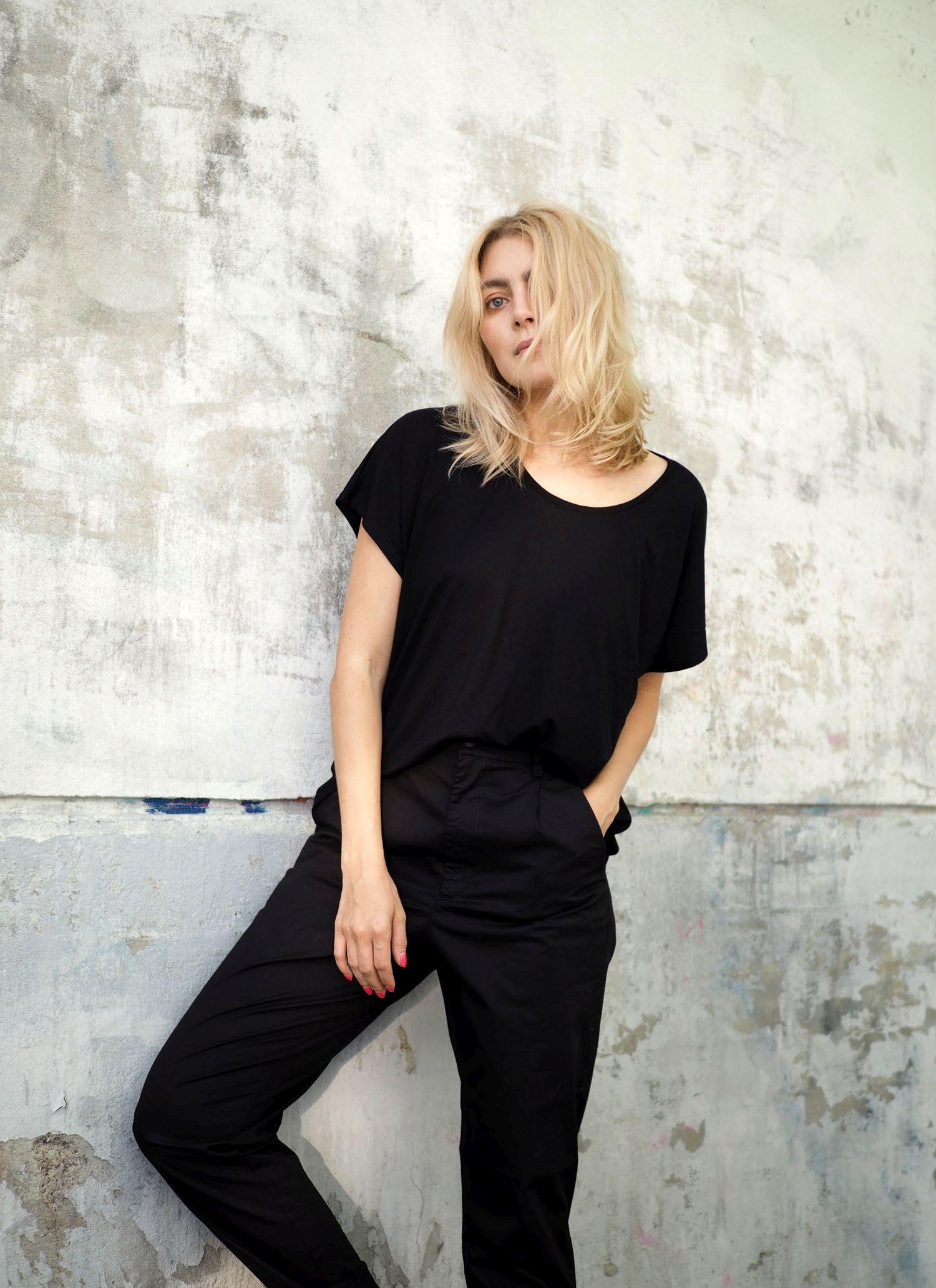 Ihan pienilläkin nikseillä t-paidan ilmettä voi muuttaa paljon ja tehdä  tyylistä huolitellumman 4e23f136d5